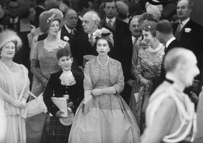 collective-history:  Queen Elizabeth with Prince Charles and Elizabeth II at Princess Margaret's wedding, 1960. Loomis Dean—Time & Life Pictures/Getty Images