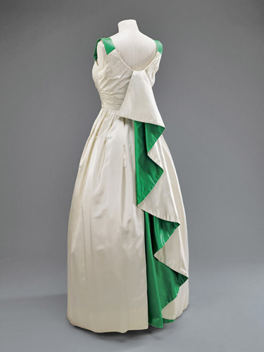 omgthatdress:  Dress Worn by Queen Elizabeth II Visiting Pakistan Norman Hartnell, 1962