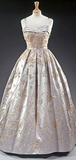 omgthatdress:  Dress Worn by Queen Elizabeth II Visiting President Dwight Eisenhower at the White House Hardy Amies, 1957
