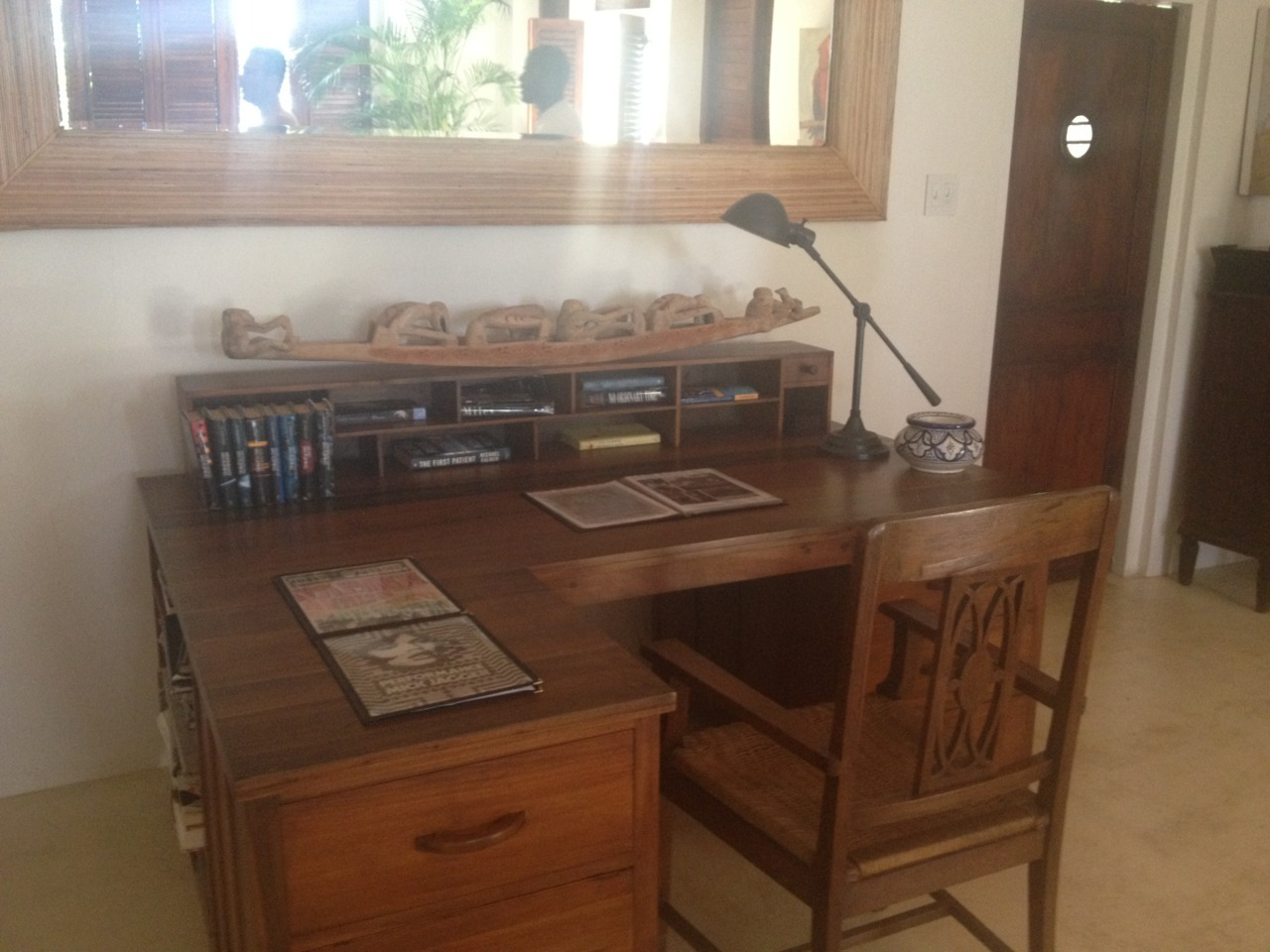 poplipps:  The desk where James Bond was written……