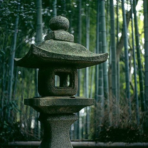 elostirion:  Stone Lantern by realbelgianwaffles on Flickr.