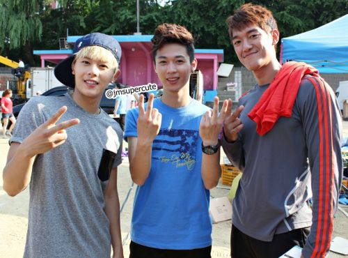 jaeded:  ZE:A Dongjun, Dongjun's brother (Donghyun) and Park Jaemin @ Dream Team recording via jmsupercute@twtr