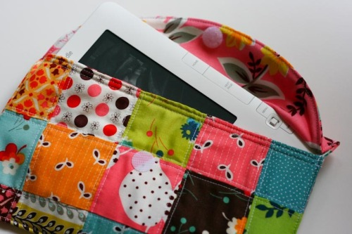 So cute!  Patchwork iPad/e-book Reader Case Tutorial.