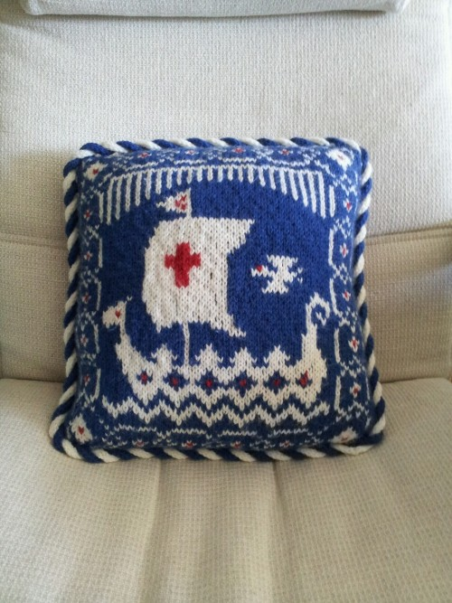 eatknitsew:  Viking ship pillow!