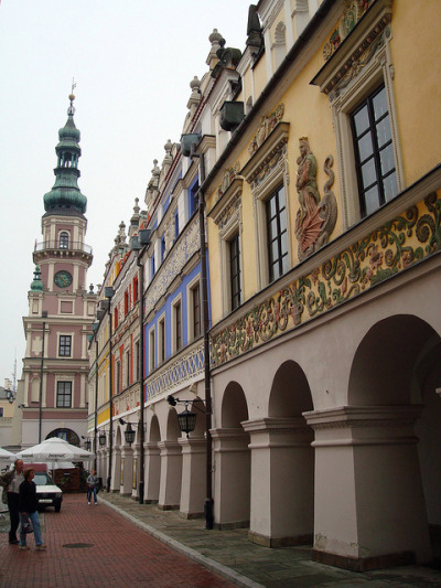 visitheworld:  Renaissance buildings in Zamość, Poland (by ika_pol).