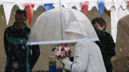 theumbrellacollection:  Diamond Jubilee weather: Beryl rains on Queen's parade