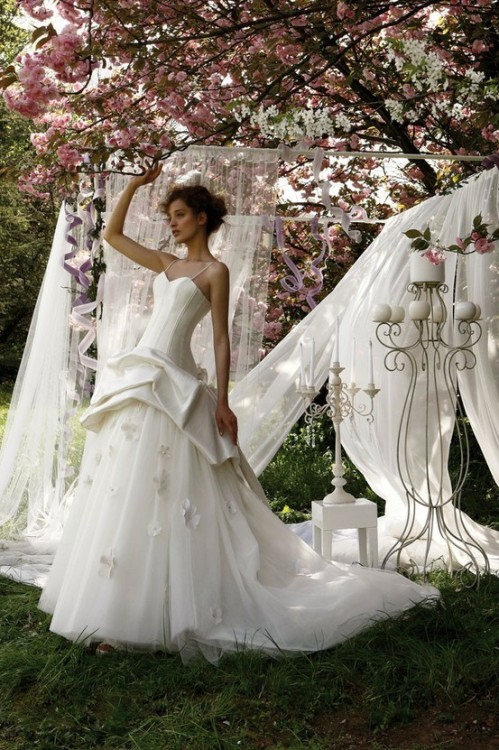 my-big-fat-wedding-kitsch:  CAMELIA - Sposa Collection by Jillian Sposa e Cerimonia