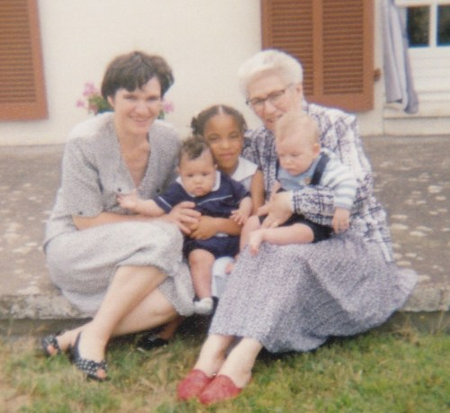 My Mom and Grandma with my sister, my cousin (the adorable babies) and I (holding my sis) . In 1993 ;)