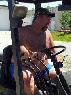 carpe-fur:  My hubby yesterday on the forklift