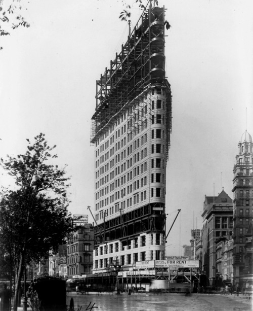 ufansius:  Flatiron Building under construction, 1901New York City