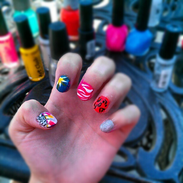 55 mins and one hand done.<3 #dreamcatcher #flower #zebra #leopard #sparkles (Taken with instagram)