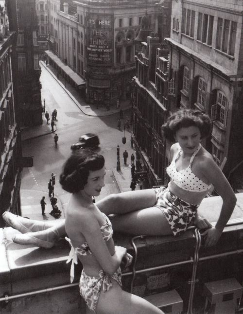 steroge:  Sunbathers on a Piccadilly rooftop, July 1953Bert Hardy