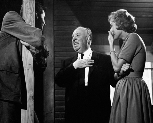 waltdisneywithblood:  Anthony Perkins, Alfred Hitchcock and Janet Leigh on the set of Psycho (1960, dir. Alfred Hitchcock). (Via)  OMG look at him laughing I love him so much