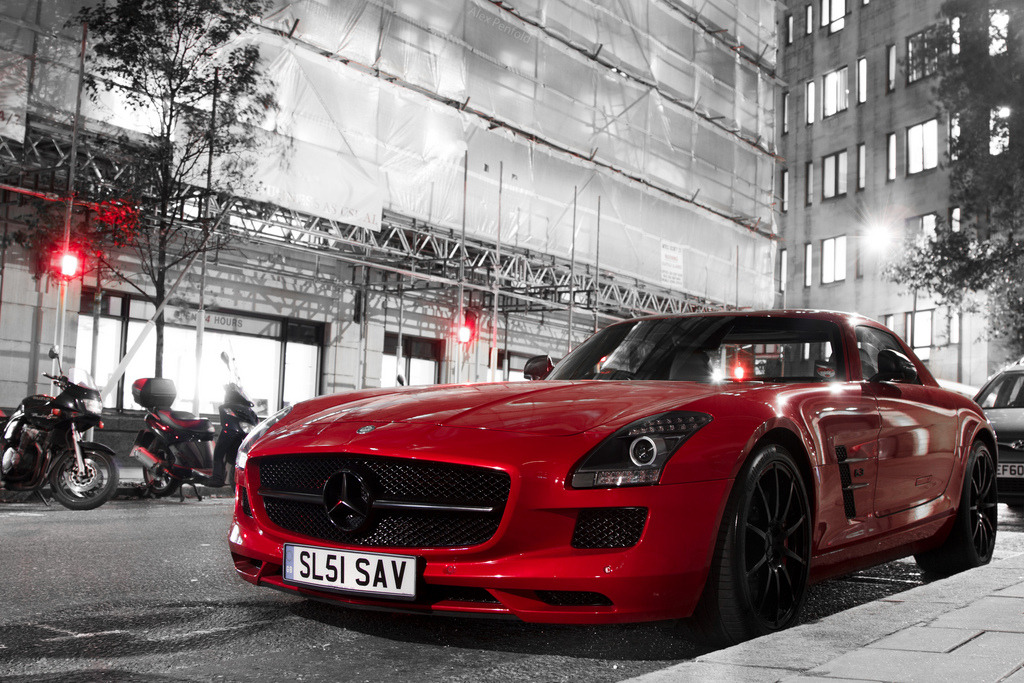 world-fam0us:  Red with Black by Alex Penfold on Flickr