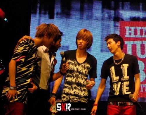 Niel and Chunji look really sexy don't you think?
