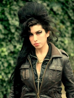 One of the msot beautiful pics of Amy i have seen in my life :) I love you (and your jacket too) <3