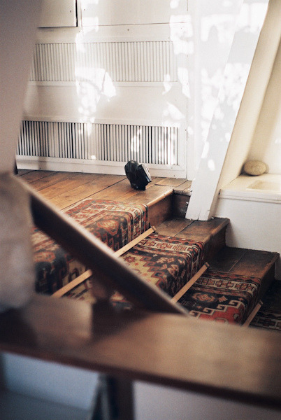 tarafirma:  reblog. white. wood. persian.