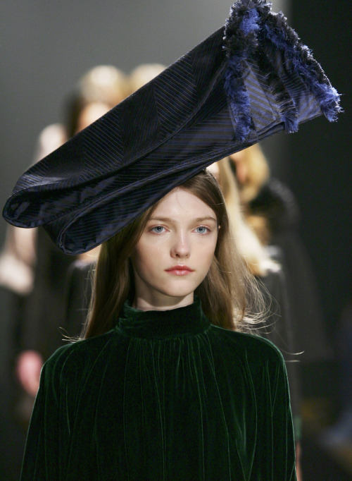 Vlada Roslyakova | Giles Fall/Winter 2005