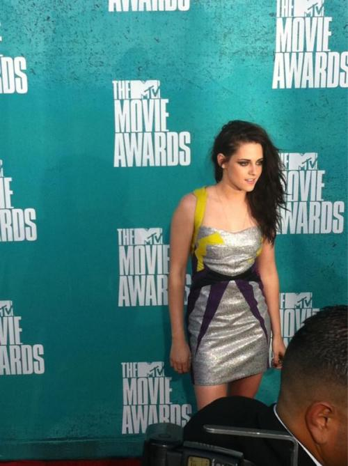 OMFG SHE LOOKS LIKE A COOL POWER RANGER!