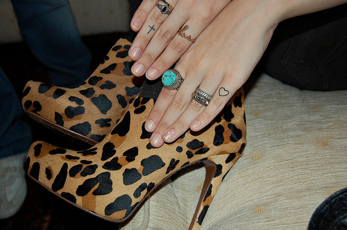exotic-bella:  i like her rings:)  sooo cute