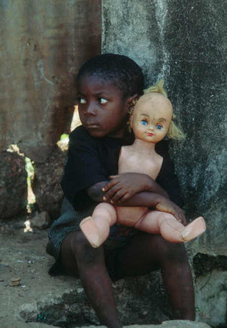 A little girl holds a mutilated doll. Mutilate camp in Freetown is where MSF and Handicap International take care of mutilated victims of the rebels. February 01, 1996. © Patrick Robert