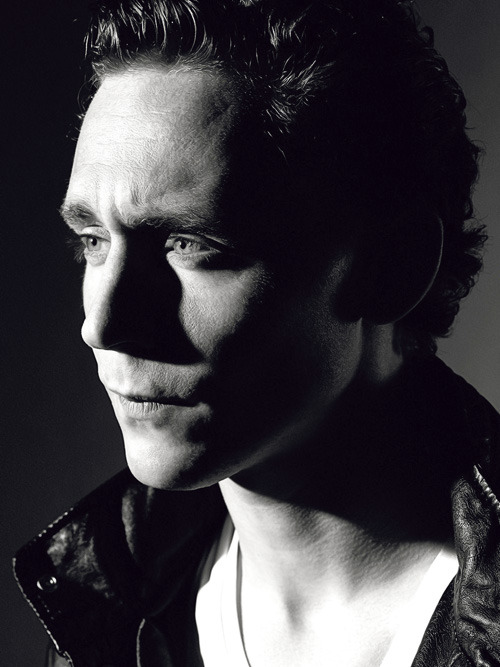 aesirofmischief:  ♕- 50/100 pictures of Tom W. Hiddleston