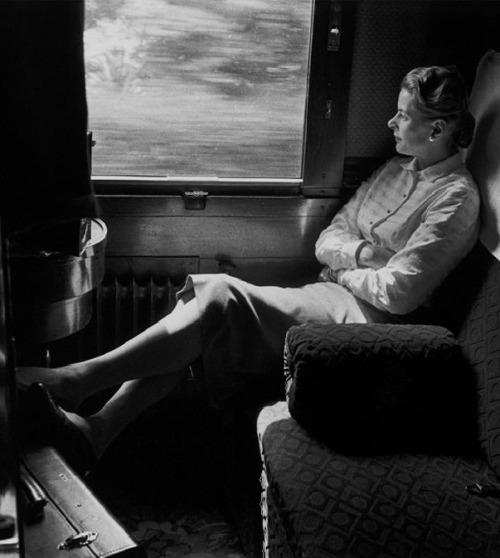 Ingrid Bergman on the train from Rome to the Cannes Film Festival (1956) (via) Photographer: David Seymour