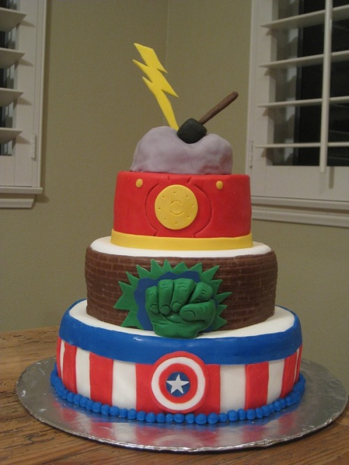 ionce-wasakid:  HOW IS THIS NOT REBLOGGED MORE  Hilary Make me this cake next time you feel like making me a cake okay? you know… anytime you're free… like… now maybe?