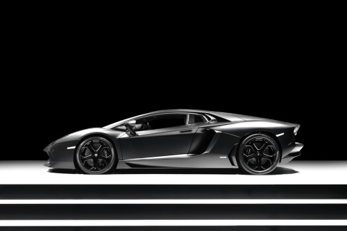 The Aventador's complexity in design just confuses me to no end.