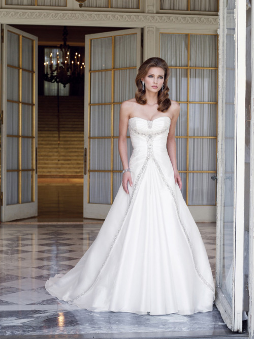 sionpecial:  *_*Fabulous White A-line Scoop Neckline Wedding Dress