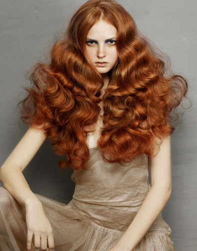 scarlet-and-auburn:  Now that's some hair.