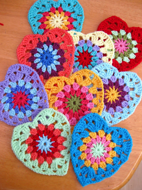 cajunmama:  (via Bunny Mummy: Sunburst Granny Hearts…with pattern)