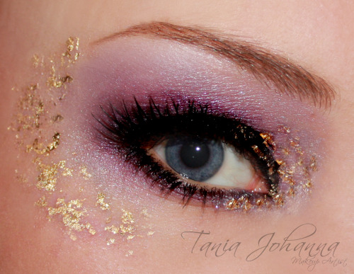 makeupftw:  Tania Johanna Makeup Artist - http://taniajohannamakeup.tumblr.com Purple, Black and Gold Leaf :D