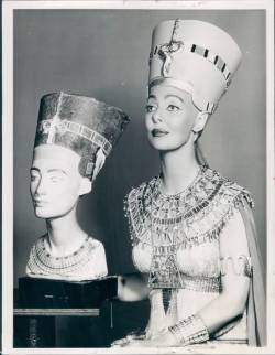vintagephoto:  1957 actress Loretta Young as Nefertiti