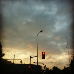 Way home, June 4.#wayhome#onmyway#sky#atdusk#instahub#instago#instafame#picoftheday#instahub#iphonesia#idaily#sky#nature (Taken with instagram)