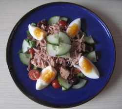 Kind of Tuna Niçoise salad, athough today couldn't feel any less hot and French. One can but dream :)  1/2 can of tuna, shredded romaine lettuce, purple olives, halved cherry tomatoes, cucumber quarters and 1 soft-KETTLE-boiled egg (I have found the perfect time! 4.5minutes!) with a drizzling of basil dressing.
