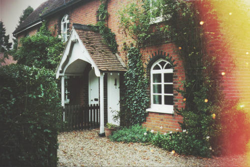 stellarsspirit:  Brick Cottage (by Hannah Louise Curson)