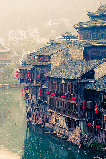 elostirion:  Fenghuang 6AM (Hunan) by Yves ANDRE on Flickr.