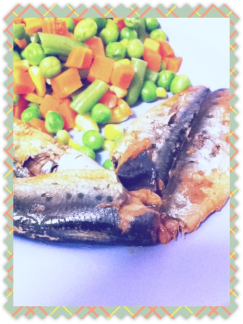 Sardines in tomato basil sauce with steamed mixed vegetables~ Healthy oils ftw:) As you can probably tell already, I adore fish - sardine, tuna, cod, salmon.. You name it! Fish > Chicken or Pork