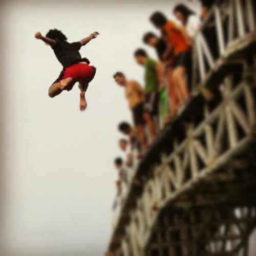Crazy @ilhampils . He jumped into the sea! #tidung #bridge #instadaily #instanusantara #popular #igers (Taken with instagram)