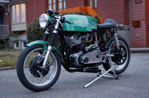 wheelike:  Norton Featherbed Commando