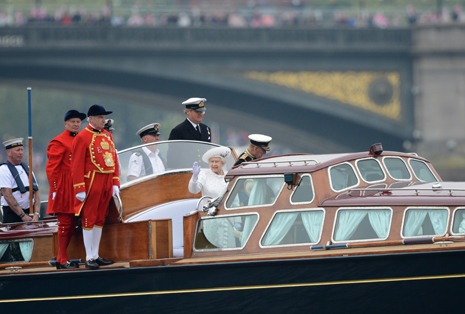 Going to the Queen's party: scenes from the Diamond Jubilee in London http://nyr.kr/Lr19b3
