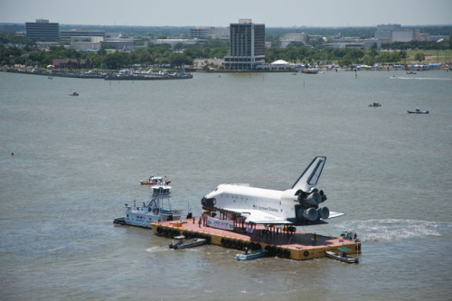 thisistheverge:  NASA space shuttle replica Explorer takes a scenic boat ride to Houston The Explorer may have never lifted off into the skies like so many other space shuttles (not even on the back of a 747 like the Enterprise), nor was it ever used to train NASA's finest astronauts, but it did take a nice boat ride across the Gulf of Mexico last week.