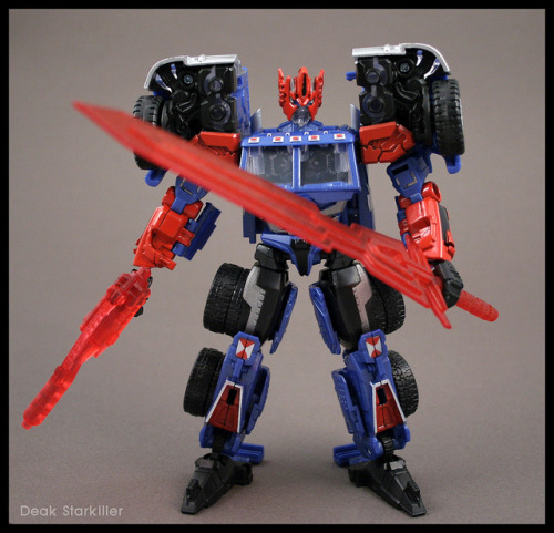 Shattered Glass Ultra Magnus with custom weapons by Deak Starkiller on Flickr.