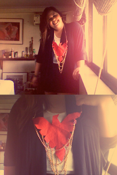 OOTD: Secret Superhero (Wonder woman inspired bib necklace) - via chictopia