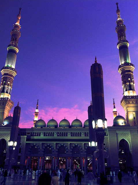 voguishpsychosis:  sayeda313:  Masjid un-Nabawi, beautiful as always   I want to go back so badly :(((