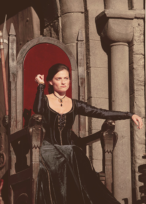 theadler:  47/80 pictures of Lara Pulver