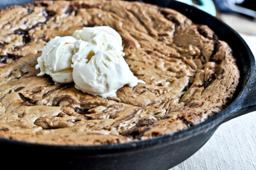 foodopia:  dark chocolate chunk skillet cookie: recipe here