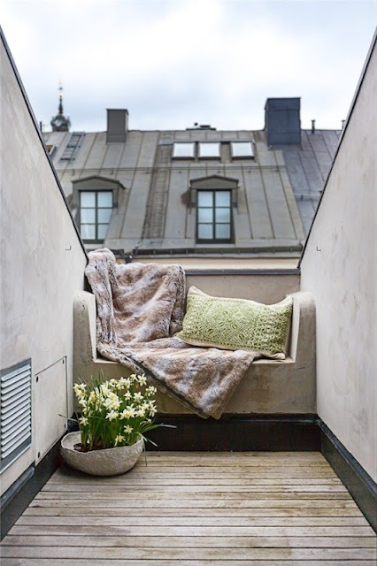 interiorstyledesign:  A sweet rooftop terrace in Paris (via Pinterest)