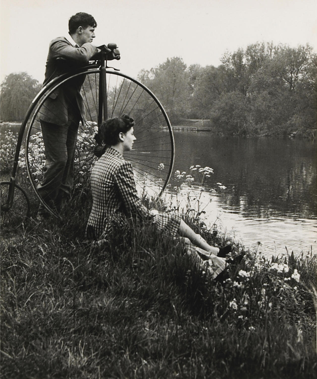 mondonoir:  Bill Brandt, Penny-farthing for their thoughts, from A Day on the River, 1941